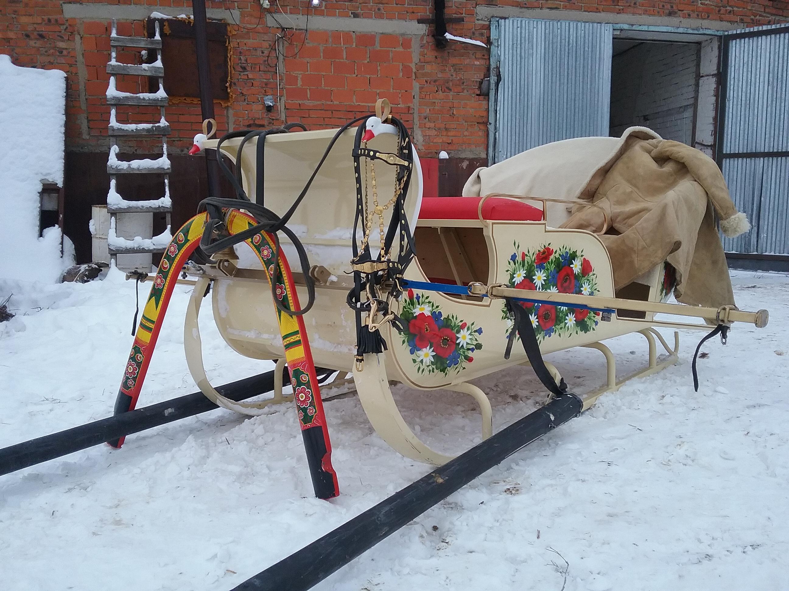 Сани семиместные парадные с росписью художника с вальками и откосами для русской тройки лошадей